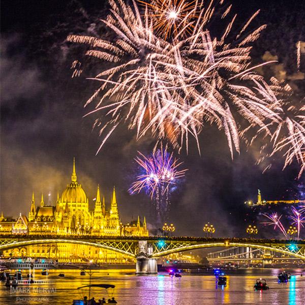 Ünneplés a Dunán - tűzijátékkal és élőzenével