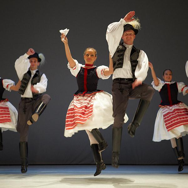Folklór előadás: a Duna Palotában