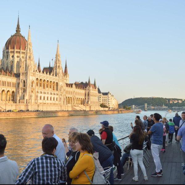 Sétahajózás a Dunán üdvözlőitallal